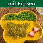 Erbsen-Pfannkuchen für Babys und Kinder auf gelbem Teller mit Erdbeeren und frischen Erbsen