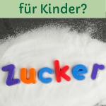 Wie viel Zucker dürfen Kinder? Ein Haufen Zucker in den das Wort Zucker geschrieben ist.