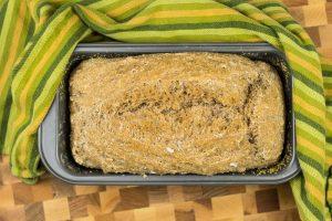 Einfaches Rezept für Vollkornbrot ohne Kneten, in einer Brotbackform
