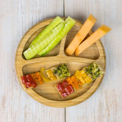 Foccacia - italienisches Vollkorn-Fladenbrot ohne Kneten in längliche Streifen geschnitten, als BLW Essen für Babys