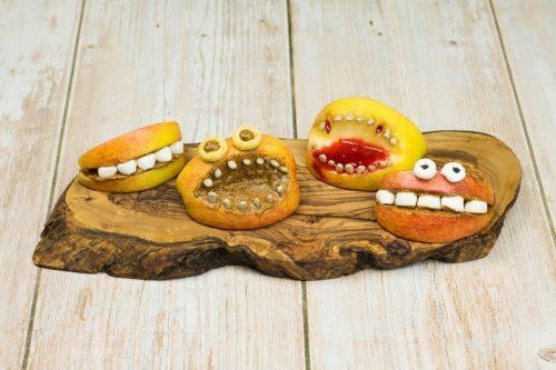 Monster-Gebisse aus Apfel zu Halloween