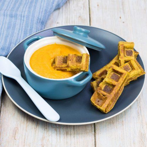 Kürbis-Waffel für Babys und Kinder, mit Kürbissuppe zum Dippen